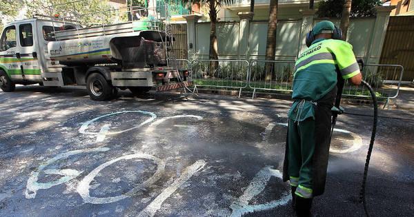 Caminhões limpam pichação em frente à casa de Temer - Notícias ...