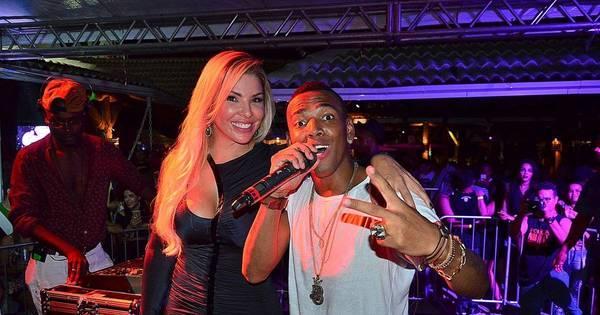 Nego do Borel canta em festa de Veronica Costa e mostra barriga ...