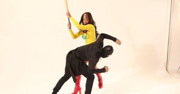 Aline Riscado enfrenta ninjas em ensaio de moda - Fotos - R7 Mulher