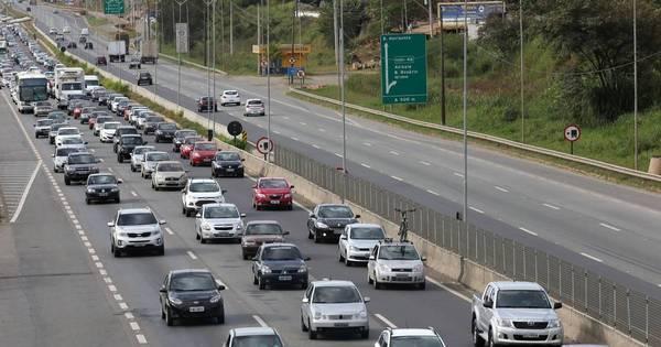 Rodovias paulistas registram congestionamento na volta do feriadão