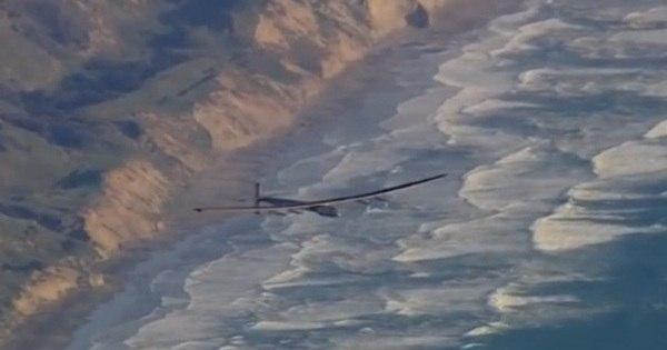 Avião movido a energia solar pousa na Califórnia após completar ...
