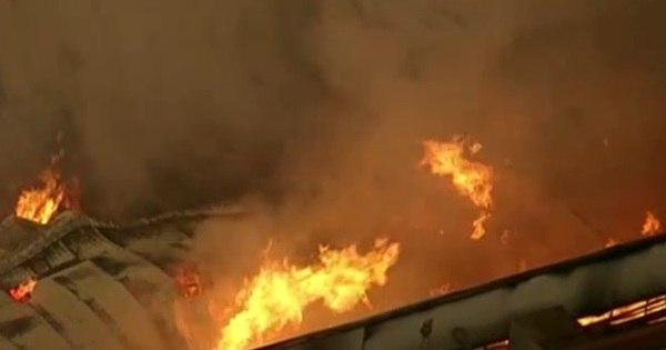 Incêndio de grandes proporções atinge fábrica de alimentos em ...