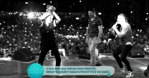 Xuxa invade show de Wesley Safadão e dança até o chão com cantor
