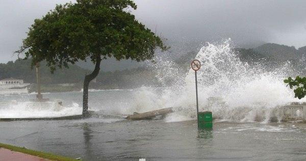Ressaca do mar em Santos fecha porto e bloqueia avenidas - Fotos ...