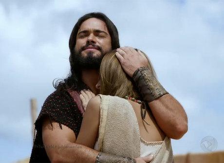 Você precisa namorar alguém que te trate como Josué trata sua Ana