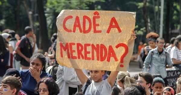 Protesto de estudantes contra máfia da merenda bloqueia 4 ...