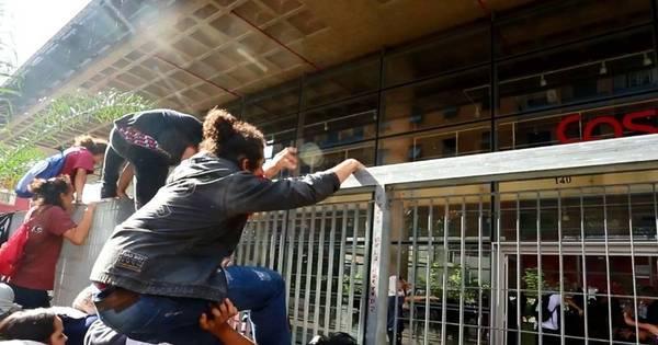Estudantes ocupam prédio do Centro Paula Souza em protesto por ...