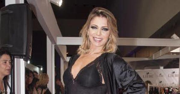 De lingerie, Sheila Mello exibe corpão em desfile - Fotos - R7 ...