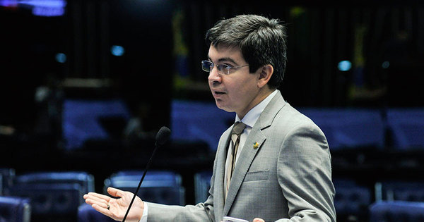 Senador engana autora de pedido de impeachment de Dilma e faz ...
