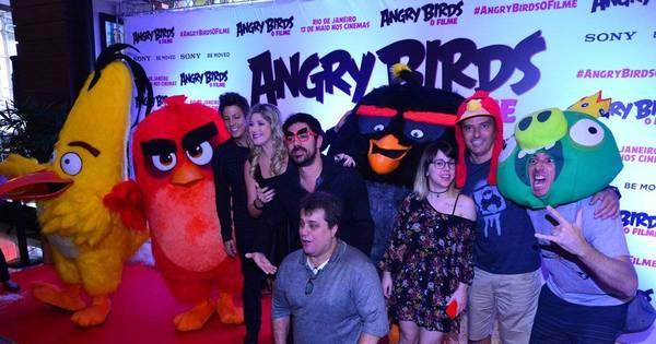 Famosos marcam presença em pré-estreia do filme Angry Birds ...