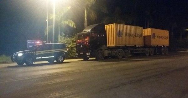 Motorista de caminhão é multado por excesso de carga na Zona da ...
