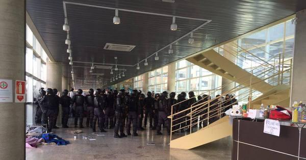 PM entra no Centro Paula Souza, ocupado há quatro dias contra ...