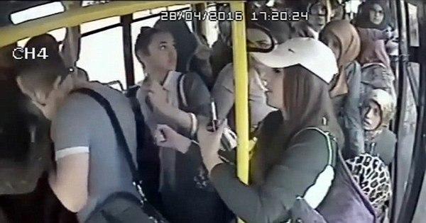 Folgado tenta abusar de mulher no ônibus lotado e apanha de ...