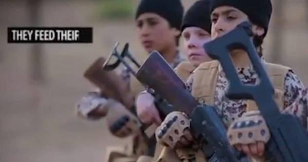 Estado Islâmico mostra cenas chocantes de órfãos sendo ...