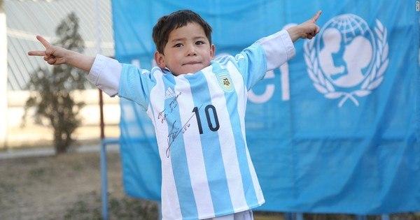 Família de menino afegão fã de Messi foge do país após receber ...