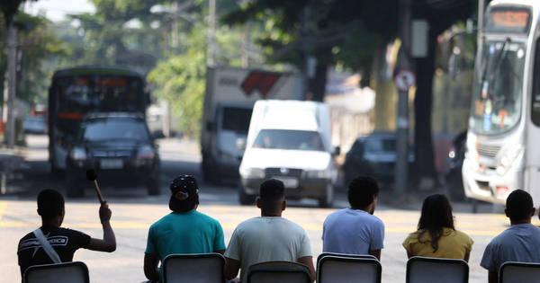 Estudantes de escolas ocupadas fecham ruas em protesto no Rio ...