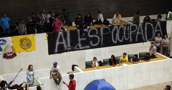 Estudantes passam a noite em plenário da Assembleia em ato pela ...