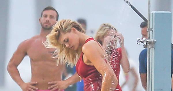 Kelly Rohrbach, a nova Pamela Anderson, toma chuveirada sensual ...