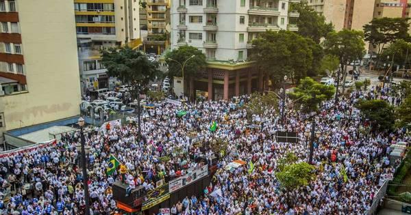 Taxistas protestam contra votação da ' Lei Uber' em SP - Notícias ...