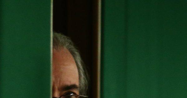 Afastado, Eduardo Cunha afirma que não há chance de renúncia ...