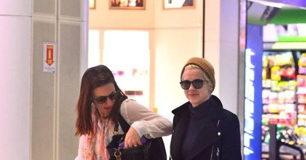 Sophia Abrahão circula estilosa em aeroporto do Rio de Janeiro ...