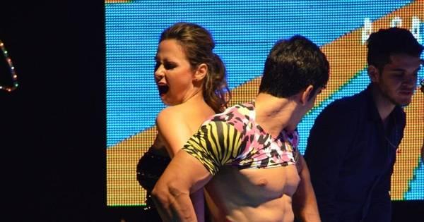 Ex-BBB Ana Paula sensualiza em boate em Brasília - Fotos - R7 ...
