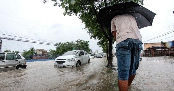 Chuva forte provoca transtornos no Recife e deixa moradores em ...