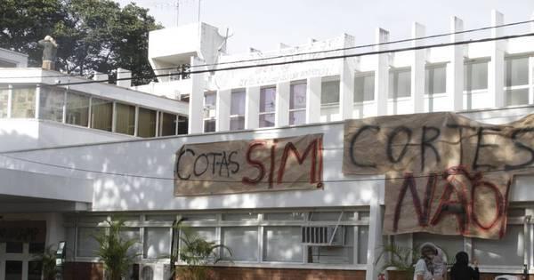 Em ato contra cortes, estudantes ocupam a reitoria da Unicamp ...