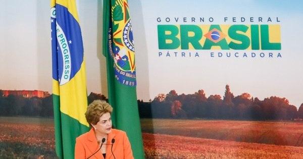 Dilma despacha sozinha no gabinete enquanto funcionários ...
