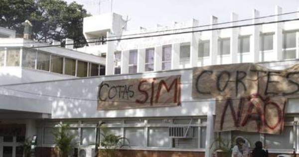 Servidores fazem ato em apoio a ocupação da reitoria da Unicamp ...