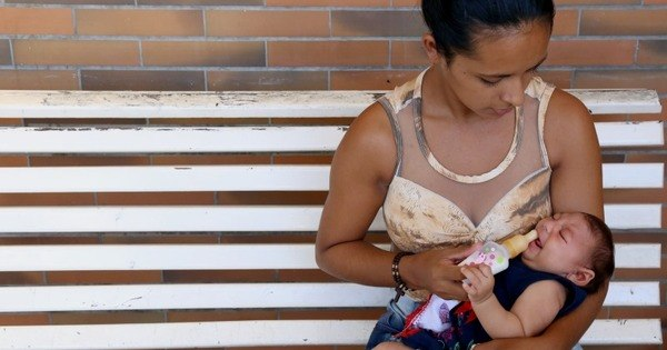 Bebês com microcefalia sofrem com choro incontrolável, convulsões ...