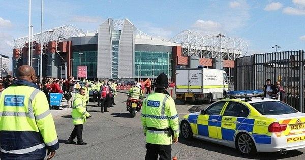 Por pacote suspeito, partida do Manchester United é cancelada ...
