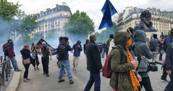 França se recusa a retirar reforma trabalhista, mas admite ...