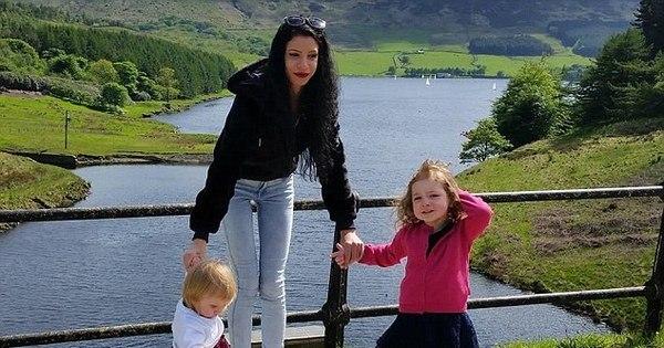 Chocante: mãe esfaqueia e mata as duas filhas para se vingar de ...