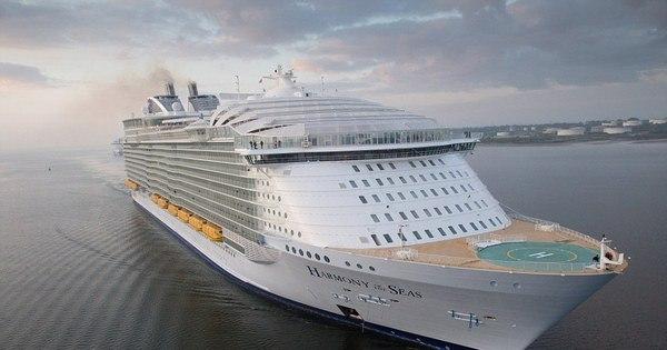 Maior cruzeiro do mundo com 18 andares, 23 piscinas e 20 ...