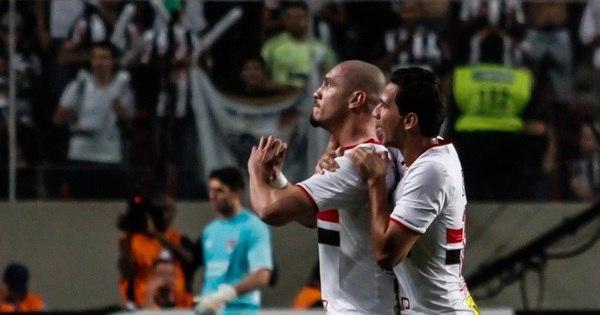 Denis falha feio, mas São Paulo reage e avança na Libertadores ...