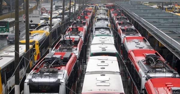 Motoristas fecham terminais e afetam 1,5 milhão de passageiros em ...