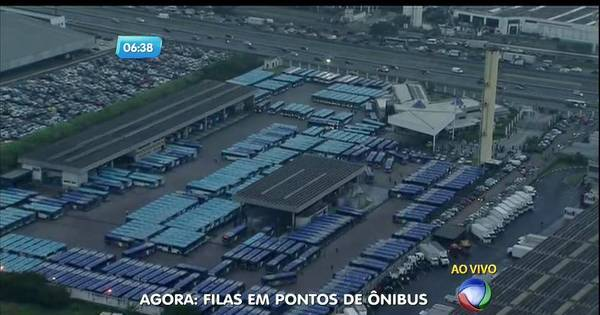 Após paralisação de motoristas, ônibus começam a circular em ...