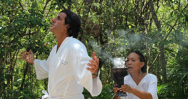 Alvaro Garnero participa de um ritual de purificação maia no ...