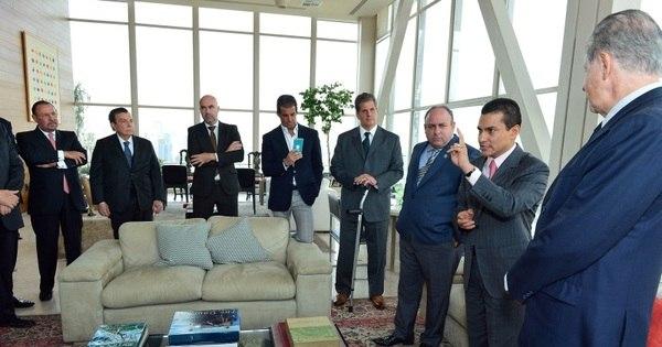 Empresários se reúnem com ministro Marcos Pereira e saem ...