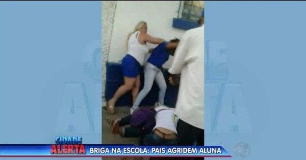 Pais espancam duas alunas na saída de escola para vingar a filha ...