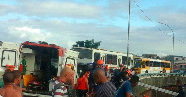 Motociclista voa de viaduto após colisão com carro no Largo do ...