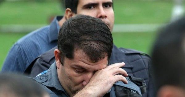 Emoção marca enterro de PM de UPP morto na Mangueira - Fotos ...