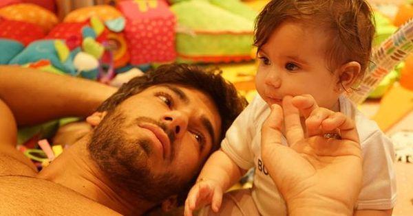 Deborah Secco posta foto fofa da filha com o marido ...