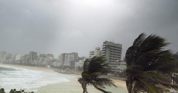 Frente fria provoca ressaca e ventos de 85 km/h em Copacabana ...