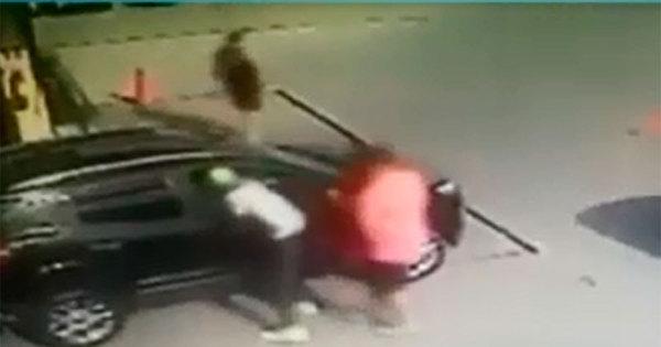Câmera de segurança flagra morte de homem dentro de carro em ...