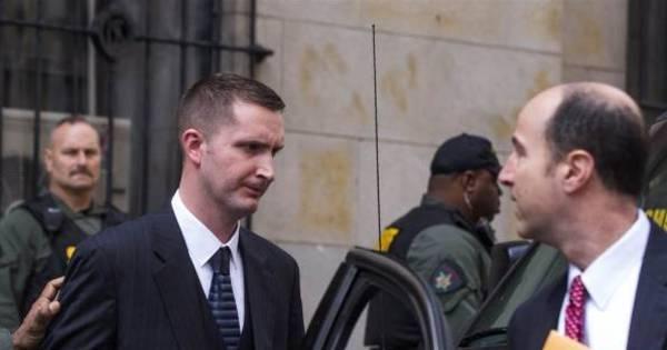Policial branco de Baltimore é absolvido por morte de negro preso ...