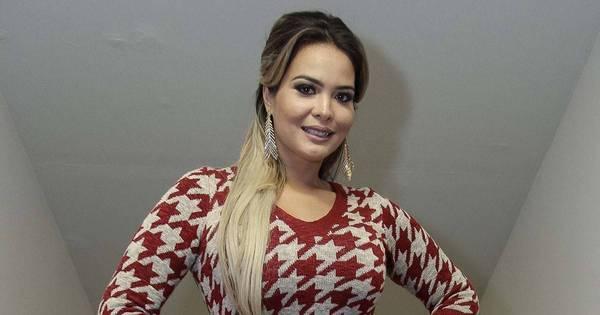 Geisy Arruda chama a atenção com vestidinho sexy durante evento ...