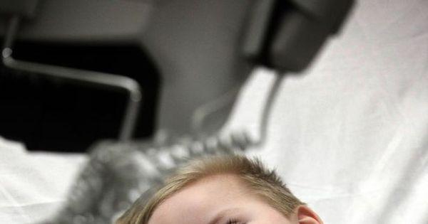Menino de 3 anos sobrevive a doença misteriosa e assombra médicos