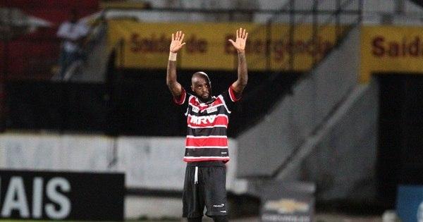 Grafite brilha de novo e Santa Cruz atropela o Cruzeiro - Esportes ...
